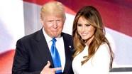 Tổng thống Trump đỡ vợ khỏi ngã vì đi giày cao gót
