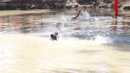 Trạm trưởng y tế xã lao xuống sông cứu người đuối nước