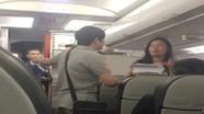 Hai hành khách định đánh tiếp viên trên chuyến bay đến Vinh