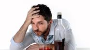 Vì sao bạn thường đau đầu sau khi uống rượu bia?
