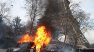 """Biểu tình của phe """"áo vàng"""" biến thành bạo động ở Paris"""