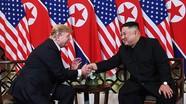 Cú bắt tay đầu tiên của Trump và Kim tại Hà Nội