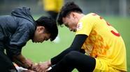 Bùi Tiến Dũng gặp sự cố ngay buổi tập đầu tiên ở U23 Việt Nam