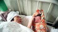 """""""Em bé ống nghiệm"""" đầu tiên ở Trung Quốc sinh con"""