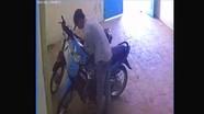 Camera 'tóm' tên trộm xe máy của trai bản Nghệ An khi đang 'ngủ bù' tại nhà trọ ở Bắc Ninh