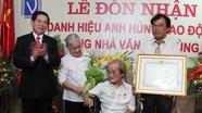 Nhà văn Sơn Tùng đón nhận danh hiệu Anh hùng Lao động