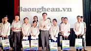 Quỳnh Lưu trao quà khuyến học cho học sinh có hoàn cảnh khó khăn