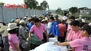 Cứu trợ 5 tấn gạo cho nhân dân vùng lũ Quỳnh Lưu