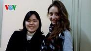 Sinh viên nước ngoài ăn Tết Việt: Để hiểu và yêu Việt Nam hơn