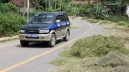 Nguy cơ tai nạn từ việc phơi rơm, lúa trên đường Hồ Chí Minh