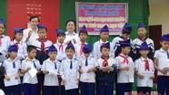 Hội khuyến học tỉnh: Trao quà cho học sinh nghèo vượt khó học giỏi