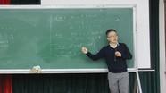 Giáo sư Ngô Bảo Châu giảng bài tại Đại học Vinh