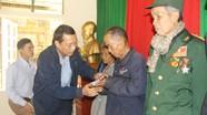 Sở GT-VT trao 95 suất quà và hơn 147 triệu đồng cho hộ nghèo Keng Đu