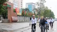 Đại sứ Mỹ đạp xe đến Nghệ An
