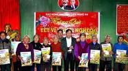 Báo Nghệ An trao quà cho các hộ nghèo xã Thanh Thịnh (Thanh Chương)