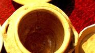 Đào móng làm nhà tá hoả phát hiện cổ vật