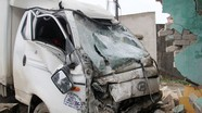 Xe tải đâm sập nhà dân, bé gái 13 tuổi thoát chết kỳ diệu