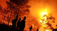Lính cứu hoả nước ngoài chữa cháy rừng như thế nào?