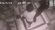 Cô gái trẻ tung đòn hạ gục kẻ quấy rối trong thang máy