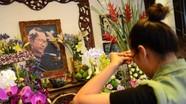 Khán giả thắp hương trong ngày giỗ nhạc sĩ Trịnh Công Sơn