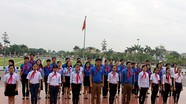 Đoàn đại biểu đội viên tiêu biểu năm 2016 báo công dâng Bác