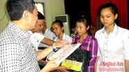 Trao học bổng cho học sinh nghèo vượt khó học giỏi