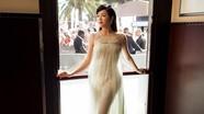 Lý Nhã Kỳ mang thời trang 'váy ngủ' lên thảm đỏ Cannes