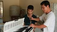Sửa chữa điện lạnh 'hốt bạc' mùa nóng