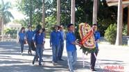 Đoàn thanh niên Báo Nghệ An dâng hương tại Nghĩa trang Việt Lào