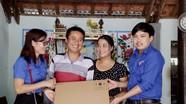 Báo Nghệ An thăm, tặng quà cộng tác viên đặc biệt