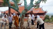 Nguyên Chủ tịch Quốc hội Nguyễn Sinh Hùng thăm chùa Đại Tuệ