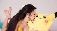 Linh Miu: Sốt cùng Pokemon Go vẫn không quên gợi cảm