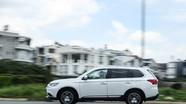 Mitsubishi Outlander: Nhiều trang bị, chở được 7 người