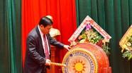 Chủ tịch UBND tỉnh đánh trống khai giảng ở Trường THPT Huỳnh Thúc Kháng