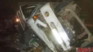 Xe tải chở phế liệu phơi bụng trên đường, 3 người bị thương nặng