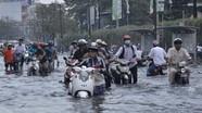 Kinh nghiệm đi xe ngày mưa và cách xử lý khi xe ngập nước, chết máy
