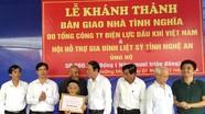 Thị xã Hoàng Mai trao nhà tình nghĩa cho mẹ liệt sỹ