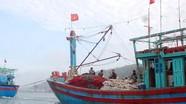 Lai dắt tàu cá cùng 18 ngư dân vào bờ an toàn