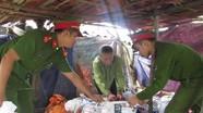 Đột nhập lò chế biến mỡ bẩn cung cấp thị trường Hà Nội