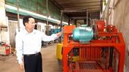 Nông dân sáng chế máy đúc gạch không nung được nhận Bằng khen của Chủ tịch tỉnh