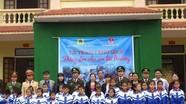Đoàn Thanh niên Công an tỉnh tặng áo ấm cho học sinh nghèo