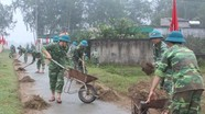 Trường Quân sự tỉnh giúp dân làm đường giao thông