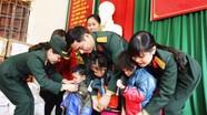 Bộ Chỉ huy Quân sự tỉnh tặng quà Tết cho hộ nghèo, học sinh xã Nậm Giải