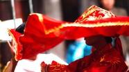 Xem các 'cô Bơ, cậu Hoàng' thăng lễ tại đền Hoàng Mười