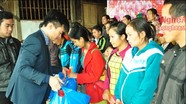 Sacombank Nghệ An trao 50 suất quà cho hộ nghèo ở Kỳ Sơn