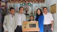Ban Tuyên giáo Tỉnh ủy và Bưu điện tỉnh trao quà Tết cho hộ nghèo Yên Thành