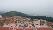 Du khách muôn phương hành hương chiêm bái chùa Đại Tuệ