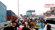 Video giải cứu thanh niên trong vụ tai nạn đường sắt tại TP Vinh