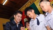 Ca sỹ Noo Phước Thịnh biểu diễn và tặng quà cho trẻ em làng SOS Vinh