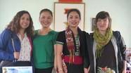 Khách nước ngoài tham gia lễ hội Môn Sơn - Lục Dạ